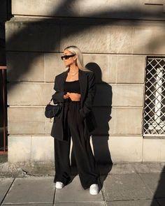 15 образов в вечно стильном черном цвете | Новости моды Tumblr Outfits, Mode Outfits, Chic Outfits, Trendy Outfits, Fall Outfits, Fashion Outfits, Mode Ootd, Monochrome Outfit, Look Girl