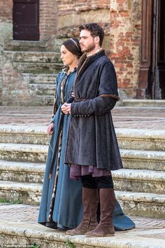 Richard Madden suffered an embarrassing wardrobe malfunction as he shot an action-packed fight scene for new series Medici: Masters Of Florence on Monday. Richard Madden Shirtless, Medici Masters Of Florence, Tv Series 2016, Period Costumes, Medieval Fantasy, Period Dramas, Queen, Historical Clothing, Gorgeous Men