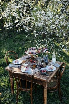 Gluten-free Crêpe Cake with Cream Cheese and Raspberry Jam - Our Food Stories Outdoor Dining, Outdoor Spaces, Dream Garden, Home And Garden, Elsie De Wolfe, Decoration Plante, Picnic Time, Slow Living, Farm Life