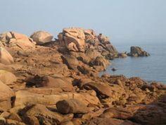 Etape 19 – 7/9/7 – 26 km – Cumul=449 km Le sentier qui part de Perros en direction de Ploumanac'h est très fréquenté, et c'est de Porz Rolland à Porz ar Mor que la côte de granit rose est la plus spectaculaire. On y découvre des rochers aux formes curieuses....