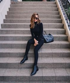 All black outfit - Outfits ta Black Chelsea Boots Outfit, Boots Chelsea, Black Boots Outfit, All Black Outfit Casual, Black Turtleneck Outfit, Womens Chelsea Boots, Ankle Boots Outfit Winter, Ribbed Turtleneck, Chic Outfits