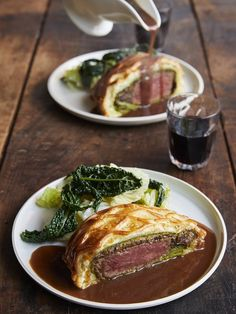 Biff Wellington for å   Jamie Oliver oppskrifter Friday Night Feast, Wellington Food, Beef Wellington Jamie Oliver, Beef Wellington For Two Recipe, Spinach Pancakes, Beef Recipes, Beef Fillet Recipes, Beef Tips, Savoury Recipes