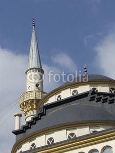 Kuppel und Minarett der Moschee in Dogancay bei Adapazari am Sakarya Fluss in der Türkei