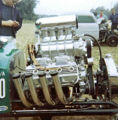 Vintage Drag Racing - What a picture. The Mighty Elephant Motor. This is definitely engine porn for me.