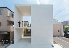 Little House with a Big Terrace / Takuro Yamamoto See the full project at http://archdai.ly/1LVwB1F