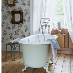 Country bathroom pictures and photos for your next decorating project. Find inspiration from of beautiful living room images Vintage Bathrooms, Rustic Bathrooms, Chic Bathrooms, Small Bathroom, Feminine Bathroom, Attic Bathroom, Bathroom Bath, Bathroom Modern, Bathroom Cleaning