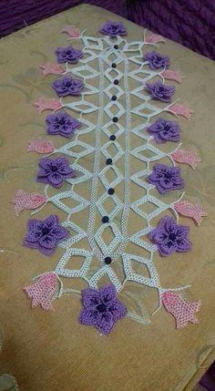 İğne oyası modelleri Handmade Crafts, Diy And Crafts, Antique Lace, Smocking, Needlepoint, Needlework, Crochet Necklace, Ribbon, Quilts
