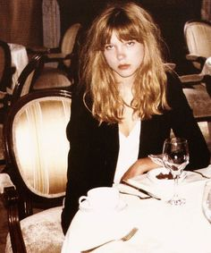 Lea Seydoux looking pissed and like she just woke up. Love her hair. Hair Inspo, Hair Inspiration, Lea Seydoux Adele, Style Parisienne, Simple Girl, French Actress, Girl Crushes, My Hair, Cool Hairstyles