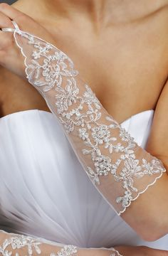 Brautstulpen - Lange Brauthandschue aus Spitze - ein Designerstück von kleiderfreuden bei DaWanda