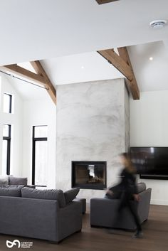 Project in St-Sauveur, fireplace mantel. Application of handmade cement. Source by csfbeton Stucco Fireplace, Concrete Fireplace, Home Fireplace, Fireplace Remodel, Modern Fireplace, Living Room With Fireplace, Fireplace Design, Fireplace Mantels, Living Room Decor