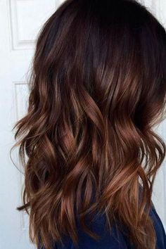 Natural Dark Brown Ombre - Best Ombre Hair. Brown, Red, Purple, Vibrant, Blonde, Caramel Ombre #balayageombre #haircolor #ombrehair #ombrehaircolor #ombre #ombrecolor Red Brown Hair, Brown Hair Colors, Ombre Brown, Dark Ombre, Chocolate Brown Hair With Highlights, Fall Hair Color For Brunettes, Brown Balayage, Chocolate Bayalage, Chocolate Ombre Hair