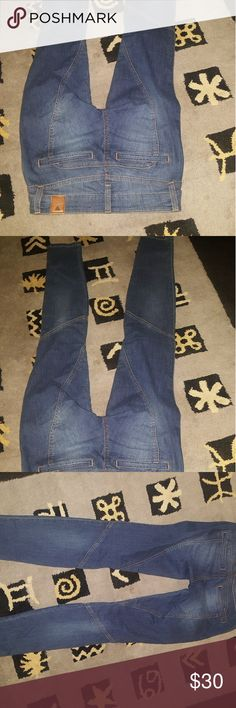 Guess jeans size 4 new without tags excellent cond Guess slim fit jeans size for only one in stock excellent condition new without tags buy now or forever hold your peace thanks for stopping by remember items are listed on multiple sites so don't watch and wait Guess Jeans Skinny