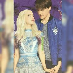 Aww I love this bal Descendants Mal And Ben, Dove Cameron Descendants, Disney Descendants 3, Descendants Cast, Descendants Characters, Descendants Costumes, Ben Movie, Let It Go Lyrics, Henry Danger