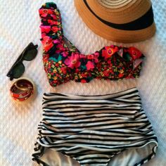 Cute high waisted swimsuit with the perfect accessories
