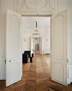Exclusive: Step Inside YSL's New Parisian Headquarters Paris Home, Parquet Chevrons, French Doors Patio, Paris Design, Dream Apartment, Apartment Kitchen, Apartment Living, Cheap Home Decor, Home Interior Design