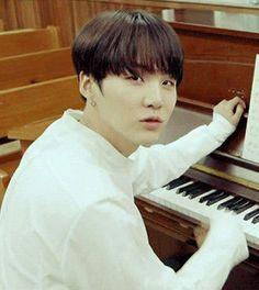 """""""Ona ben piyano çalmayı öğrettim şimdi benden iyi"""""""