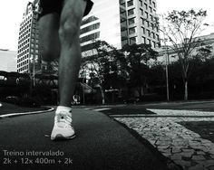 Hoje teve treino na chuva!? Teve sim senhor!!! Intervalado intensivo pra começar a semana daquele jeito!! Faltam 208 dias para a maratona de Porto Alegre e meu trabalho de treinamento começou HOJE! Serão meses intensos de preparação com muito treino e algumas provas pelo meio do caminho que também servirão de preparação. Ansioso?! Imagina!! Que venham os longõess!!!! Bom dia segunda-feira!!! . #acordapracorrer #focanacorrida #rwbrasil #marcelocamargotreinamento #correrecompartilhar…