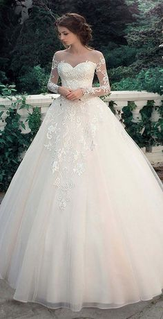 Neckline A-Line Wedding Dresses With Lace Appliques
