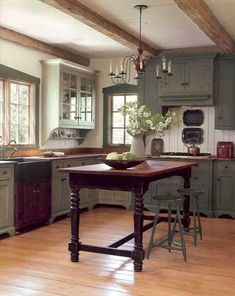 44 Awesome Farmhouse Kitchen Cabinet Ideas
