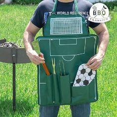 Fodboldbane grillforklæde. Det ultimative forklæde til mænd. Perfekt til en kombineret grill og fodboldaften med gutterne.