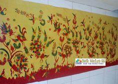 Batik madura warna kuning cantik corak tumbuhan dan hewan. Batik tulis  madura yang mengutamakan keindahan a2a642a80c