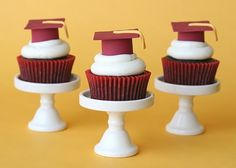 Great graduation party cupcake - cap and tassel.