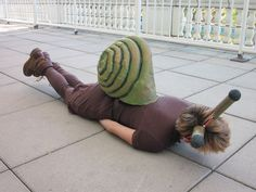 I wanted to be a snail for Halloween (I love invertebrates!) but all the designs I saw online looked, uh, less than stellar. So, my crafty bf and I came up with . Animal Costumes Diy, Diy Costumes, Adult Costumes, Costume Ideas, Clever Costumes, Amazing Costumes, Costume Patterns, Group Costumes, Carnival Costumes