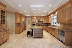 Traditional Light Wood Kitchen Cabinets #113 (Kitchen-Design-Ideas.org)