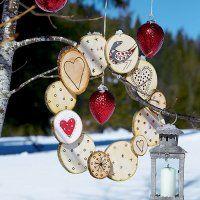 Une couronne de Noël en rondins de bois - Marie Claire Idées