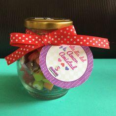 Regalos amor y amistad con frasco Lovers decorado con etiqueta de punticos y cinta, sencillo y bonito. #RegalosAmorYAmistad