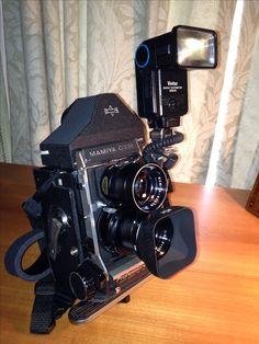 Mamiya Professional camera with flash Camera Hacks, Camera Nikon, Camera Gear, Canon Cameras, Canon Lens, Old Cameras, Vintage Cameras, Latest Camera, Photography Equipment
