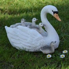 Versier je vijver of tuin met deze mooie moeder zwaan met 4 kinderen, gemaakt van polystone. Mooi Landelijk tuindecoraties en accessoires Bird, Animals, Accessories, Animaux, Animales, Birds, Animal, Dieren