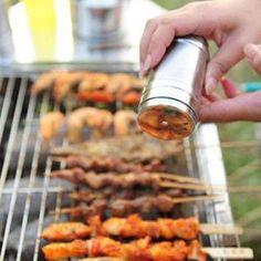 Edelstahl BBQ Gewürz-Streuer – Omeo Store Spice Bottles, Spice Jars, Salt Pepper Shakers, Salt And Pepper, Herb Rack, Spice Storage, Kitchen Storage, Spice Shaker, Sugar And Spice