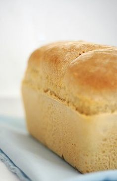 Bulgarian Basic White Bread Recipe - Byal Khlyab Bulgarian Basic White Bread Recipe – Byal Khlyab This egg-free, fat-free Bulgarian white bread re Sem Gluten Sem Lactose, Lactose Free, Zero Lactose, Bread Machine Recipes, Bread Recipes, Dairy Free Recipes, Low Carb Recipes, Basic White Bread Recipe, Foods With Gluten