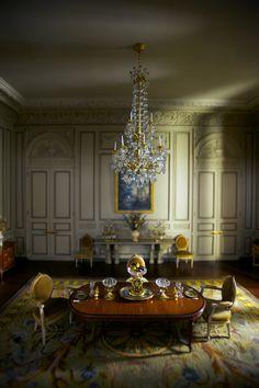 Miniature mansion dining room