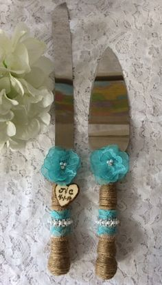 This burlap cake knife and server set will be a charming addition to your rustic, beach, country, shabby chic or outdoor wedding. Stainless