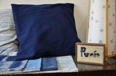 本日もpuréeは 3月おすすめのファブリック商品を揃えてお待ちしています! 手絞り斑・藍染・仙台縞・紺ハケ染など 様々な絣の柄を手に取ってお楽しみください。  ⚪︎備後絣とオーガニックコットンの枕カバー 紺ハケ染 ¥3780