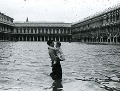 Gianni Berengo Gardin :: Acqua Alta, Venezia, 1960  more [+] by this photographer