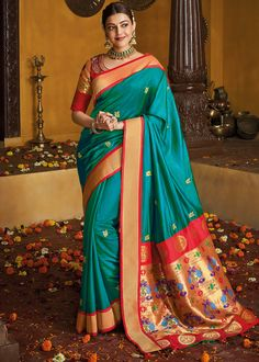 Kajal Aggarwal in Rama Green Saree with Blouse Indian Sarees Online, Silk Sarees Online, Trendy Kurti, Kajal Agarwal Saree, Indian Girl Bikini, Bollywood Designer Sarees, Blue Weave, Saree Trends, Green Saree