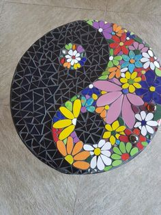 Round mosaic end table mosaic2015 mosaicendtable mosaicdiy – Artofit