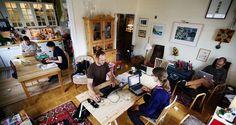 Ruotsista rantautuvan hoffice-liikkeen idea on, että kuka tahansa saa tarjota kotinsa ilmaiseksi yhdeksi päiväksi toimistokäyttöön. Helsinkiläinen Jaakko Blomberg, 31, muuttaa ensimmäisten joukossa kotinsa pop-up-toimistoksi.
