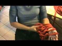 "Knitting with your hands instead of needles, instructions in french. Adriafil -  Procédé de tricot nouveau et exclusif. MODELE ECHARPE ""FAI DA TE""®"