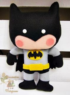 - Batman Clothing - Ideas of Batman Clothing - Batman em feltro! Felt Diy, Felt Crafts, Kids Crafts, Craft Projects, Sewing Projects, Arts And Crafts, Felt Patterns, Felt Fabric, Felt Dolls