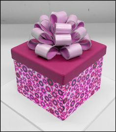 Free Gift box cake tutorial by Swank Cake Design