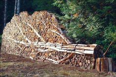 The next time you are stacking wood take inspiration from these examples. Combine the science of stack stability with the art of creating an wood sculpture. Land Art, Into The Woods, Stacking Wood, Stacking Firewood, Firewood Storage, Firewood Rack, Art Environnemental, 3d Studio, Art Moderne