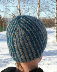 This stripey hat is worked in a soft alpaca yarn. The pattern is quite simple, but the different size of the stripes and the way of decreasing still make it interesting.