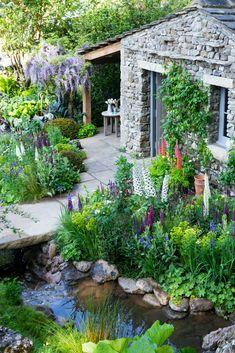 Cottage Garden Design, Cottage Garden Plants, Flower Garden Design, Tuscan Garden, Backyard Cottage, Garden Pond, Flowers Garden, Chelsea Flower Show, Unique Gardens