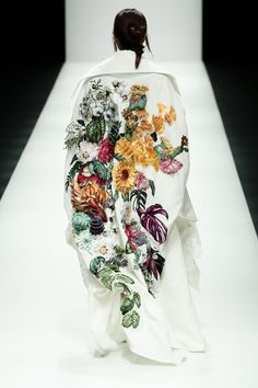 GALLERY: Asian design in spotlight at Tokyo Fashion Week Nguyen Cong Tri - A Botanical Beauty! We love this creative and bold art piece on a stark white backdrop. Fashion Details, Look Fashion, Fashion Art, High Fashion, Fashion Show, Womens Fashion, Fashion Clothes, Fashion Gallery, Modern Fashion