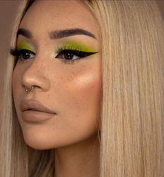 makeup beginners apply eyeshadow makeup for bridal makeup makeup colorful makeup for beginners makeup tips with pictures eyeshadow makeup no makeup look Fancy Makeup, Makeup Eye Looks, Cute Makeup, Pretty Makeup, Smokey Eye Makeup, Eyeshadow Makeup, Sweet Makeup, Gold Eyeshadow, Maybelline Eyeshadow