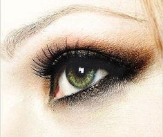 Nice smokey Eye.